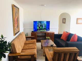 Una sala de estar llena de muebles y una televisión de pantalla plana en Hermoso Apartamento en Rionegro