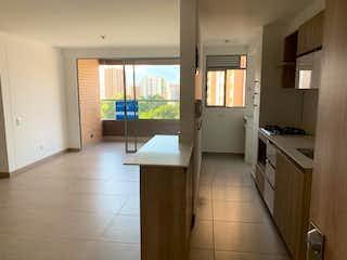 Una cocina que tiene un fregadero y una estufa en ella en Apartamento en venta en San José, de 76mtrs2