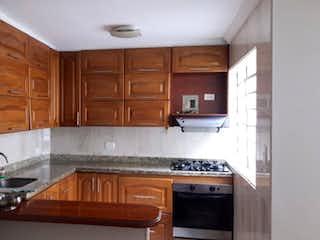Una cocina con armarios de madera y un horno de cocina en Venta de casa en Belen la Gloria