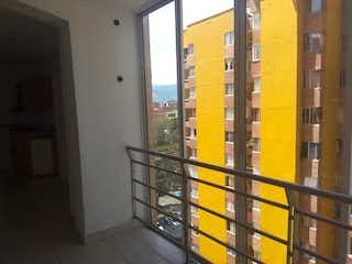Un refrigerador de metal grande en una habitación en Apartamento en venta en Bomboná de 3 hab.