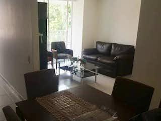 Una sala de estar llena de muebles y una televisión de pantalla plana en Apartamento en venta en Estadio, 76m² con Balcón...