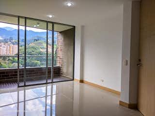 Un cuarto de baño con una puerta corredera de cristal en Venta Apartamento  Camino Verde (Envigado)
