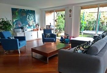 Casa en Venta en el Poblado, cuenta con 3 alcobas más estudio y jardín.