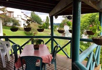 Casa en Venta en Rionegro, cuenta con 3 alcobas y 2 garajes.