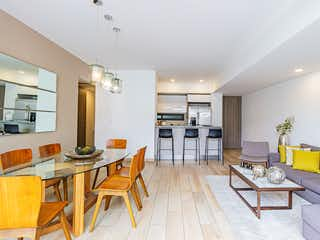 Una sala de estar llena de muebles y una mesa en Joy Coyoacán