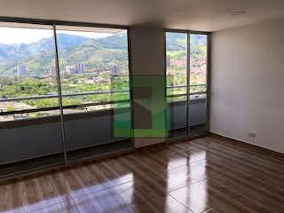 Un baño con una bañera y una ventana en Apartamento en venta en Niquía de 42m² con Piscina...