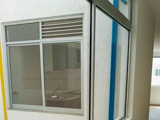 Una ventana que tiene una ventana en ella en Iluminado y Bonito departamento en Venta