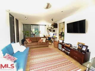 Una sala de estar llena de muebles y una televisión de pantalla plana en Azur (El Cocho)