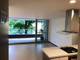 Una cocina con una ventana, un fregadero y una estufa en Apartamento en venta en Otra Parte de 3 alcobas