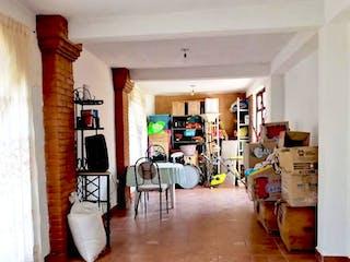 Una sala de estar llena de muchos muebles en Casa en condominio en venta de 114 mts, en Las Americas de 2 habitaciones