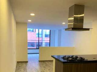 Una cocina con un fregadero y un horno de cocina en Vendo lindo apartaestudio amplio chapinero alto