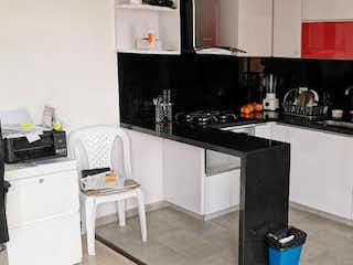 Una cocina con una estufa y un refrigerador en VENDO APARTAMENTO CEDRITOS