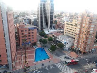 Una calle de la ciudad llena de muchos edificios altos en VENDO APARTAMENTO EN CHAPINERO
