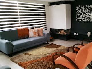Una sala de estar llena de muebles y una ventana en VENDO  HERMOSA CASA ZIPAQUIRA