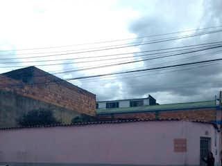 Una imagen de un cartel de calle en una calle en ESPECTACULAR LOTE 7 DE AGOSTO