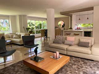 Una sala de estar llena de muebles y una televisión de pantalla plana en Villa Maria