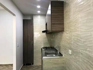 Un cuarto de baño con lavabo y ducha en Apartamento en venta en Casco Urbano Cajicá de 3 habitaciones
