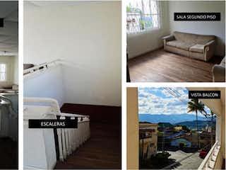 Un collage de fotos de una sala de estar en Casa En Venta En Medellin Prado
