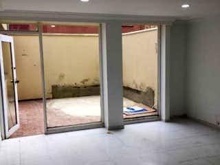 Una vista de un cuarto de baño con una puerta de cristal en Apartamento en venta en Santa Bárbara Oriental, 100mt
