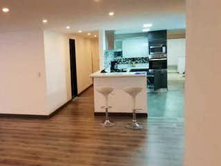 Un cuarto de baño con lavabo y un espejo en Apartamento en venta en Santa Bárbara Occidental, de 268mtrs2