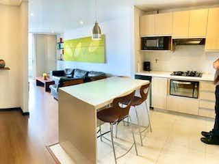 Una cocina con una estufa, un fregadero y un refrigerador en Vendo Apartaestudio amoblado tipo Loft Poblado Lalinde