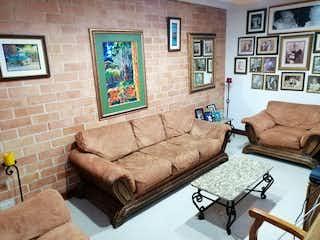 Una sala de estar llena de muebles y una pintura en Casa en Venta VEREDA SAN JOSE