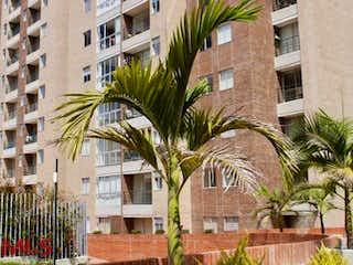 Una palmera delante de un edificio en Condominio Natural Plante