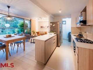 Una cocina que tiene un montón de armarios en ella en Canto