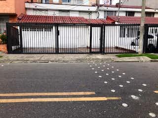 Una foto en blanco y negro de una calle de la ciudad en Casa En Venta En Bogotá Nicolás De Federmán