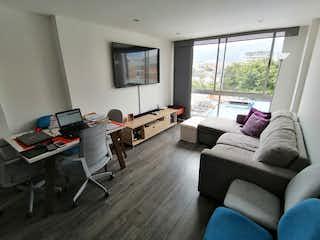 Una sala de estar llena de muebles y una televisión de pantalla plana en Apartamento en venta en Batán, 53mt
