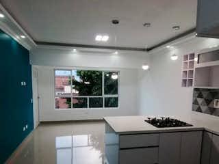 Cocina con nevera y horno de fogones en Apartamento venta estadio medellin
