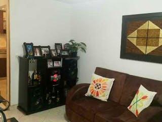 Una sala de estar llena de muebles y una chimenea en Casa en venta en Calasanz, 62mt de tres niveles