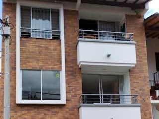 Una casa que tiene una ventana en ella en Apartamento en venta en segundo piso en el municipio de La Ceja