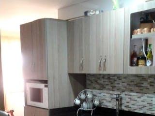 Una cocina con nevera y fregadero en Apartamento en venta en segundo piso en el municipio de La Ceja