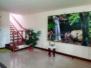 Una sala de estar con un árbol de navidad en ella en Casa en venta en unidad abierta en el municipio de La Ceja
