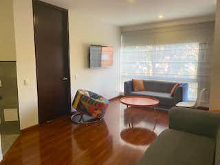 Una sala de estar llena de muebles y una ventana en Bogotá, Apartamento en venta en Santa Bárbara Oriental de 1 hab. con Gimnasio...