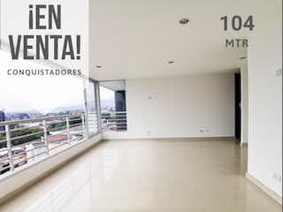 Una imagen de un baño con una ventana en Vendo Excelente Apartamento Cerca a Unicentro