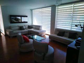 Una sala de estar llena de muebles y una televisión de pantalla plana en Apartamento en venta en Bella Flor con acceso a Gimnasio