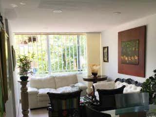 Una sala de estar llena de muebles y una ventana en Apartamento en venta en La Villa, 70mt