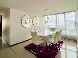 Una imagen de una sala de estar con un gran ventanal en Se Vende Apartamento en Manila ,Medellin