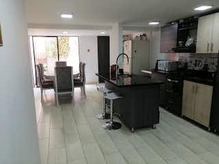 Una cocina que tiene un montón de muebles en ella en Conjunto Residencial Quintanar de Calasanz