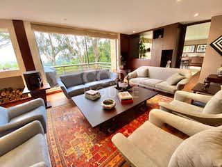 Una sala de estar llena de muebles y una gran ventana en Apartamento con terraza en venta en Los Cerros de Niza