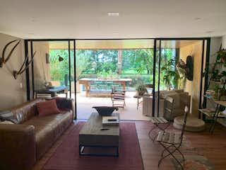 Una sala de estar llena de muebles y una gran ventana en Apartamento en venta en Tres Puertas de dos habitaciones