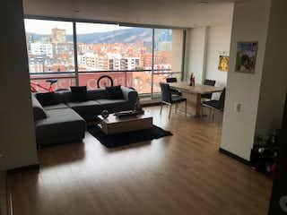 Una sala de estar llena de muebles y una gran ventana en EN VENTA ESPECTACULAR APARTAMENTO EN CEDRITOS