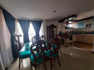 Un grupo de sillas sentadas en una habitación en Casa en venta en Chía, 112mt de tres niveles