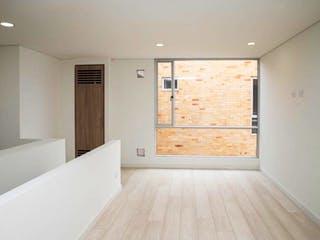 Un cuarto de baño con una bañera blanca y lavabo en Apartamento Duplex Balzani - Fontibón 3