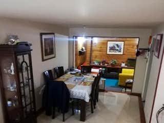 Una sala de estar llena de muebles y una chimenea en Casa Santa Helena Baviera