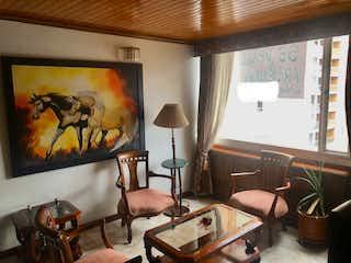 Una sala de estar llena de muebles y una televisión de pantalla plana en Apartamento Rincón de Iberia - Colina Campestre
