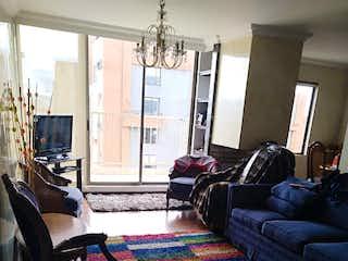 Una sala de estar llena de muebles y una ventana en PH Parque Central Ciudad Salitre