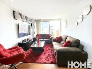 Una sala de estar llena de muebles y una gran ventana en ACOGEDOR APTO DE DOS HABITACIONES EN EDIFICIO CON CLUBHOUSE – VENTA – Cra21 Cll97- CHICO